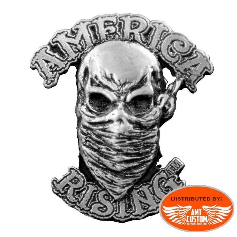 """Pin's Biker Skull """"American Rising""""."""