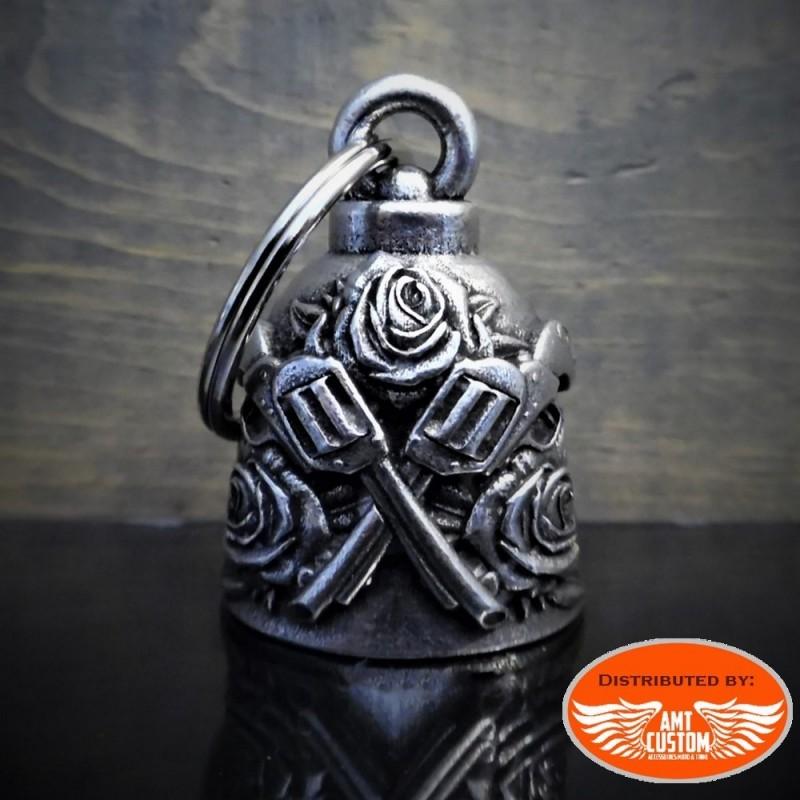Clochette porte-bonheur pistolets et roses