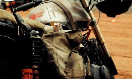 Sacoches de cadre et bras oscillant moto